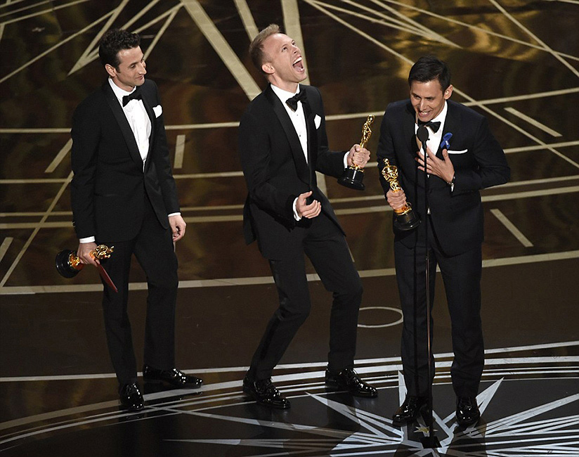 L to R: Justin Hurwitz, Justin Paul and Benj Pasek accept the Oscar for 'City of Stars.'