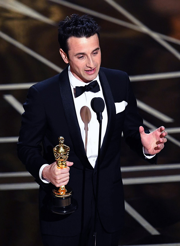 Justin Hurwitz accepts the award for Best Score.
