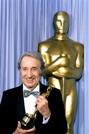 Alex North accepting an honorary Oscar at the 58th Annual Academy Awards in 1986. (Courtesy of the Margaret Herrick Library)